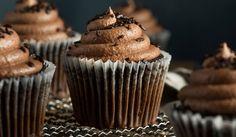 Kávés süti receptek:  KÁVÉS MUFFIN Hungarian Recipes, Frosting, Muffins, Cupcakes, Ice Cream, Sweet, Foods, Club, Drink