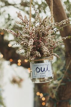 Oui by Yoplait glass pots make the perfect mini vase for flowers. Indoors or outdoors, these pots add that perfect extra touch to any event.