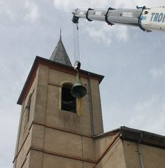 Sainte-Gemme (Tarn), La cloche de St-Cyrice est descendue via Bodet campaniste. L'entreprise qui par ailleurs «vérifie tous les ans l'état des cloches de l'église de Saint-Cyrice et s'est aperçue lors d'un contrôle de routine que l'une d'entre elles était fêlée.»