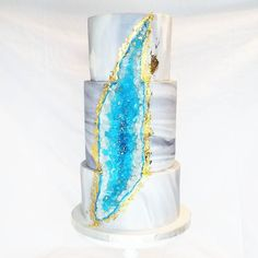 I love when my brides ask for bold cake design and I've been DYING to try this trending Geode Cake! Congratulations Megan and Colin!! I'm so happy you two tied the knot today  #pin #mysugarrush