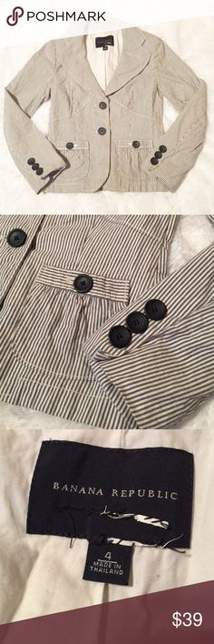 🔥Downsizing🔥Banana Republic Pinstripe Blazer Just washed --needs an ironing. Great structured blazer with slight flare at bottom to flatter any body type. Shell 76% cotton 24% linen. Body lining 100% cotton. Sleeve lining 100% acetate. Tagged cut out due to scratchiness. Measurement soon. Banana Republic Jackets & Coats Blazers