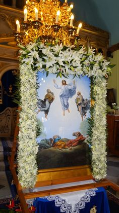 Flower Arrangement Designs, Floral Arrangements, Flower Decorations, Table Decorations, Greek Easter, Blessed Mother Mary, Church Flowers, Deco Floral, Orthodox Icons
