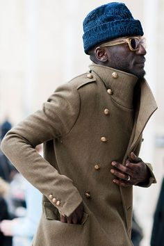 """billy-george: """"Love the coat! Paris Fashion Week Photo by Suzanne Middlemass """" Mode Masculine, Sharp Dressed Man, Well Dressed Men, Look Fashion, Mens Fashion, Paris Fashion, Street Fashion, Streetwear, Looks Style"""