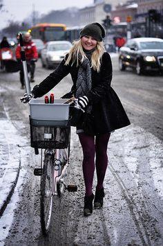great winter shot, original source = Copenhagen Cycle Chic.