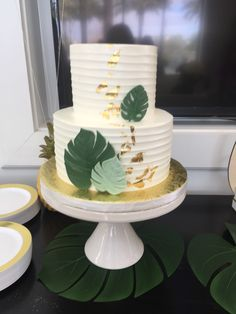 For those with a sweet tooth, selecting the perfect wedding cake for one's wedding can prove to be one of the favorite aspects of the wedding planning process. Safari Baby Shower Cake, Baby Shower Cakes For Boys, Baby Boy Shower, Baby Showers, Baby Shower Cakes Neutral, Jungle Theme Baby Shower, Havanna Party, Cadeau Baby Shower, Jungle Theme Birthday