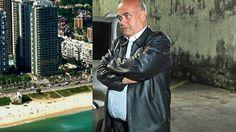 O prefeito que 'reina', mas não mora em Nova Iguaçu
