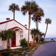 GROSS And DALEY Travel Photography: OLD FLORIDA BOOK - Vintage Beach Cabins in Daytona Beach were built in 1939 and appealed to families traveling by car.