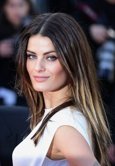 Isabeli Fontana knows how to rock ombre!