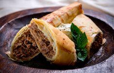 Χωριάτικη πίτα με μοσχάρι και μαντζουράνα Tacos, Mexican, Cooking, Ethnic Recipes, Food, Kitchen, Kochen, Meals, Yemek