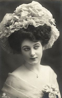 38 New Ideas Womens Vintage Portrait Victorian Hats, Edwardian Era, Edwardian Fashion, Victorian Life, Vintage Fashion, Victorian Pictures, Vintage Pictures, Vintage Images, Jeanne Lanvin