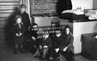 Vaateapua saavia lapsia sota-aikana