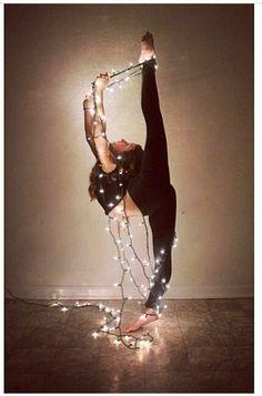 Photography Dance Flexibility Senior Pics Ideas For 2019 Poses Gimnásticas, Dance Poses, Dance Picture Poses, Acro Dance, Dance Choreography, Dance Aesthetic, Dance Photography Poses, Creative Dance Photography, Gymnastics Photography