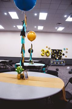 Black and Gold 30th Birthday | HELLO my name is Sara. #gold #black #30thbirthday #teal #balloon #tassels