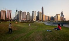 People playing Frisbee on city green space (photo)
