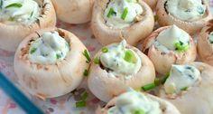 gevulde champignons met roomkaas en kruiden uit de oven.