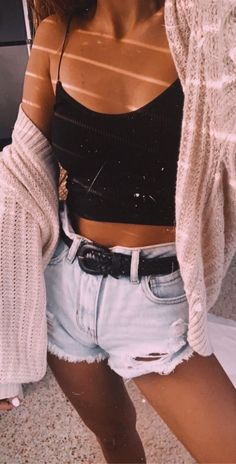 Womens fashion ideas outfits summer style style shorts belts womens clothes teen fashion teen style jean shorts summer fashion chic everyday looks Teenage Outfits, Teen Fashion Outfits, Mode Outfits, Retro Outfits, Look Fashion, Vintage Outfits, Outfits For Girls, Shorts Outfits For Teens, Korean Fashion