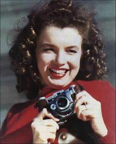 Marilyn Monroe: 80 foto rare e curiose per ricordare Norma Jeane Baker Marylin Monroe, Marilyn Monroe Fotos, Young Marilyn Monroe, Girls With Cameras, Classic Camera, Norma Jeane, Lomography, Most Beautiful Women, Beautiful Celebrities