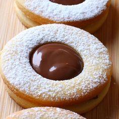Favori kurabiye tarifim  nutella dolgulu kurabiye; Malzemeler: 150 gr oda…