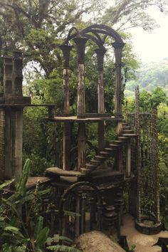 Inside Las Pozas, Edward James' Surrealist Garden in the Mexican Jungle , … Edward James & # Surrealistischer Garten im mexikanischen Dschungel, © Victor Delaqua Mexico Abandoned Buildings, Abandoned Places, Abandoned Castles, Abandoned Library, Haunted Places, Abandoned Mansions, Places To Travel, Places To Go, Design Jardin