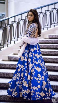images of Different Dupatta Draping Styles for your lehenga. Now you can be your own personal stylist and look fabulous Blue Lehenga, Indian Lehenga, Fashion Designer, Indian Designer Wear, India Fashion, Ethnic Fashion, Pakistani Outfits, Indian Outfits, Bridal Outfits