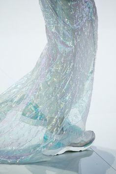 awesome Paris Haute Couture   Chanel Propõe Esporte Futurista para Alta-Costura
