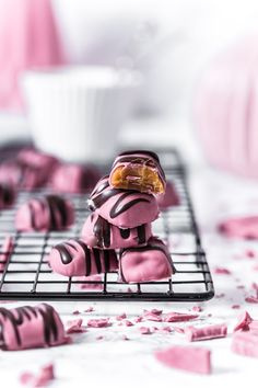 A perfect gift for Valentine's Day or Mother's Day, pink soft caramel with Ruby Chocolate coat. It's easy and tastes sensational!