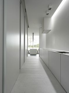 Clean, custom interior design by Minus architects _