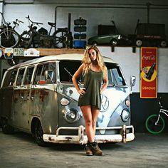 Photo album of VW Buses and beautiful girls. Go Volkswagen! Volkswagen Transporter, Volkswagen Minibus, Volkswagen Group, Vw T1, Combi Ww, Vw Caravan, Combi Split, Kombi Motorhome, Kdf Wagen