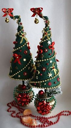 Christmas Topiary, Little Christmas Trees, Outdoor Christmas Decorations, Christmas Centerpieces, Diy Christmas Ornaments, Felt Christmas, Christmas Snowman, Xmas Tree, Christmas Crafts Sewing