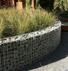 Garden Walls | Gabion wall with grey rock & grey gravel path