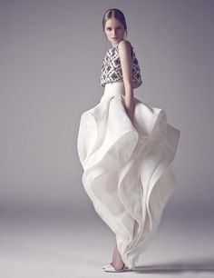 haute couture fashion Archives - Best Fashion Tips Fashion Art, Love Fashion, High Fashion, Dress Fashion, Queen Fashion, Style Fashion, Fashion Outfits, Couture Mode, Couture Fashion