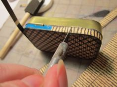 junk&stuff: Tutorial: Altered Altoid Tin, cover with paper.