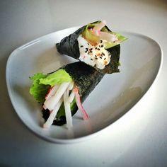 Sushi recept: Temaki met Surimi en ijsbergsla! #sushi #handroll