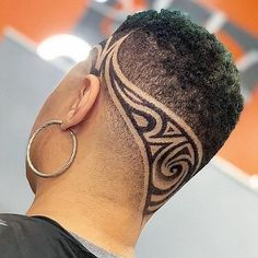 Curtiu o design? Curte e marca o amigo barbeiro aí. Hair Tattoo Man, Hair Tattoos, Black Hair Cuts, Short Hair Cuts, Short Hair Styles, Barber Haircuts, Haircuts For Men, Hair Tattoo Designs, Hair Designs For Men