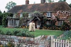 Producer Ismail Merchant and director James Ivory teamed with longtime collaborator and production designer Luciana Arrighi to create the idyllic settings for their 1992 film version of Howards End. Based on the novel by E. M. Forster, the movie explores the distinctions of three social classes in rapidly industrializing turn-of-the-20th-century England. The ivy-, blossom-, and wisteria-covered Peppard cottage, near Henley-on-Thames in Oxfordshire, was transformed into the almost-mythical…
