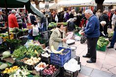 Que bien resultan siempre las fotos en los mercados. Ésta de El Fontán by Jose Luis Mieza Photography via Flickr