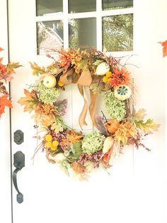 How to make Fall Hydrangea Wreath With Pumpkins - Karins Kottage Outdoor Fall Wreaths, Autumn Wreaths, Autumn Decorating, Fall Decor, Creepy Halloween Decorations, Fall Flower Arrangements, Fall Garland, Faux Pumpkins, Hydrangea Wreath