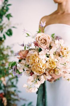 English garden-inspired bridal bouquet. Photo: @kelseycowley Lush, Flower Arrangements, Wedding Flowers, Floral Wreath, Bouquet, Romance, English, Wreaths, Bridal
