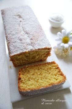 Plumcake al cocco olio e acqua Plum Cake, Cornbread, Banana Bread, Yogurt, Latte, Muffin, Food And Drink, Gluten Free, Cooking