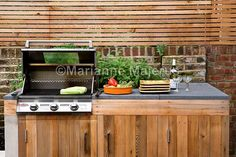 Small contemporary garden in London for entertaining friends and family, with a water feature, bridges and seating area with a fire pit Outdoor Cooking, Outdoor Kitchens, Backyard, Patio, Chelsea Flower Show, House Extensions, Garden Fencing, Barbacoa, Outdoor Dining