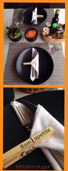 O prendedor da mesa posta descontraída dá um toque criativo