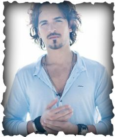 Until today, I had heard the name Tommy Torres just once, because he collaborated with one of my favorite artists: Juanes. However I have to admit I was unaware that Tommy Torres was a Puerto Rican. Tommy Torres, Puerto Rico, Best Music Artists, Male Artists, Grammy Nominees, Sweeney Todd, Orlando Bloom, Dream Guy, Johnny Depp