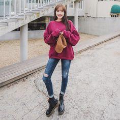 #envylook Round Neck Drop Shoulder Fleece Sweatshirt #koreanfashion #koreanstyle #kfashion #kstyle #stylish #fashionista #fashioninspo #fashioninspiration #inspirations #ootd #streetfashion #streetstyle #fashion #trend #style