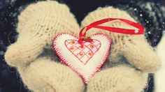 awesome Valentines Heart love in gloves