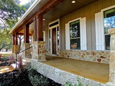 A Texas-Sized Front Porch