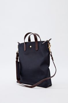 Nice bag. I hope it has a lot of compartments.