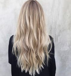 Are you going to balayage hair for the first time and know nothing about this technique? We've gathered everything you need to know about balayage, check! Blonde Hair Looks, Brown Blonde Hair, Beautiful Blonde Hair, Blonde Hair With Balayage, Blonde Hair Highlights, Blonde Balyage, Blonde Foils, Honey Balayage, Blonde Balayage Highlights
