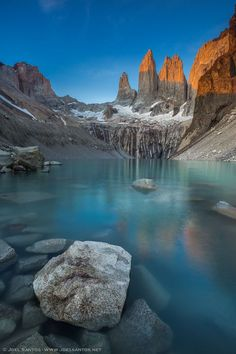 Torres del Paine, Patagonia, Chile. By Joel Santos - The Cordillera del Paine is a small mountain group in Torres del Paine National Park in Chilean Patagonia. Más