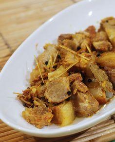 Adobo sa dilaw (turmeric) at tanglad (lemongrass)