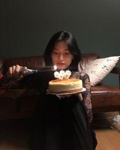 Birthday Girl Pictures, Birthday Photos, Girl Birthday, Princess Birthday, Kim Doyeon, Bts Aesthetic Pictures, Cute Cakes, Girl Crushes, Ulzzang Girl